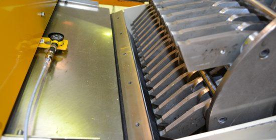 Fiberization of fluff pulp in a hammer mill